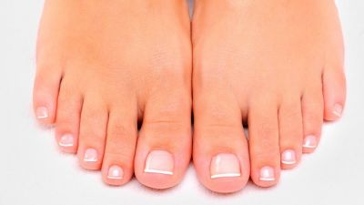 02-bald-subtle-signs-disease-feet-reveal-14292820-ValuaVitaly-1.jpg
