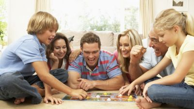 4-Ways-Playing-Board-Games-Benefits-the-Whole-Family.jpg