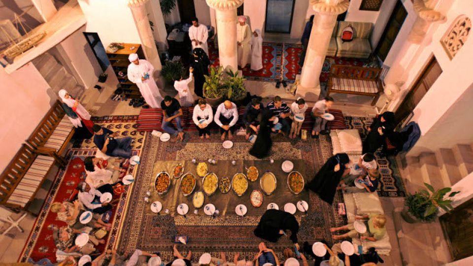 Dubai-food-turists.jpg