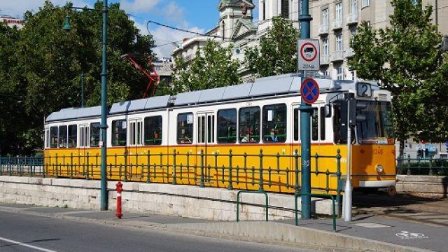 Ganz_tram_Budapest_September_2013.jpg