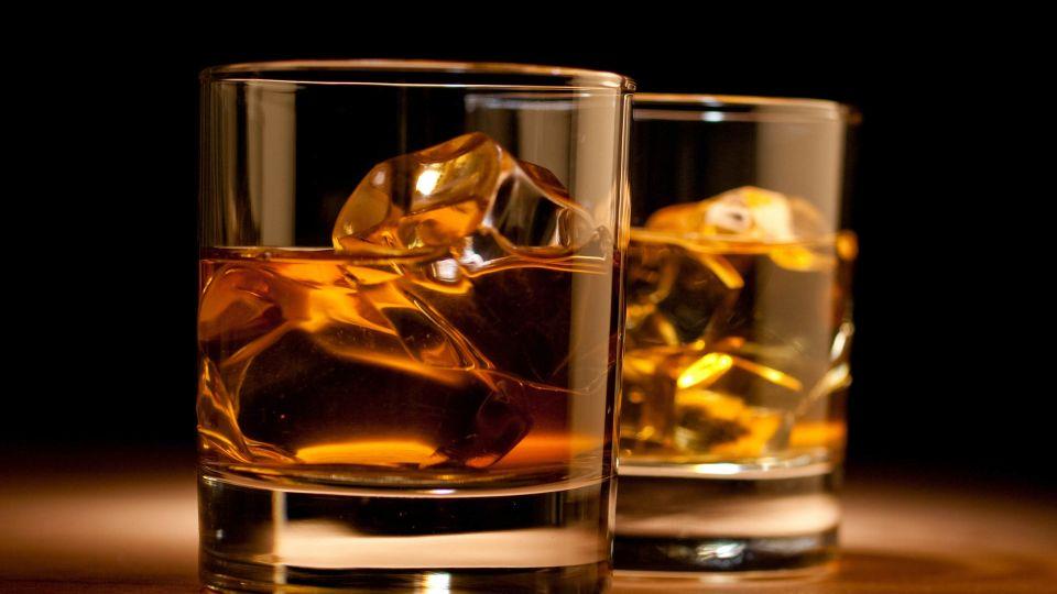 Whiskey-glass-best-scotch-whiskies-to-buy-under-200.jpg