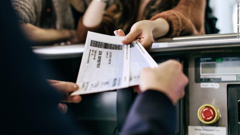 airplane-tickets-780x439.jpg