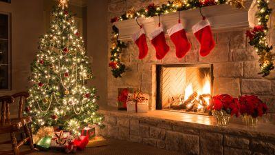 christmas-tree-near-fireplace_0.jpg