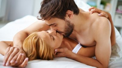 couple-in-love-kissing-in-the-bed_1098-277.jpg