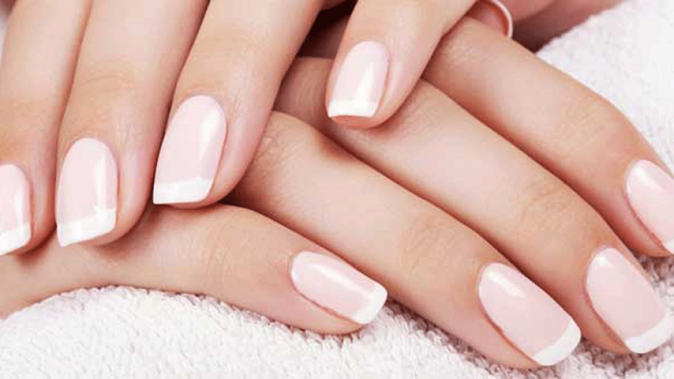 french-manicure.png