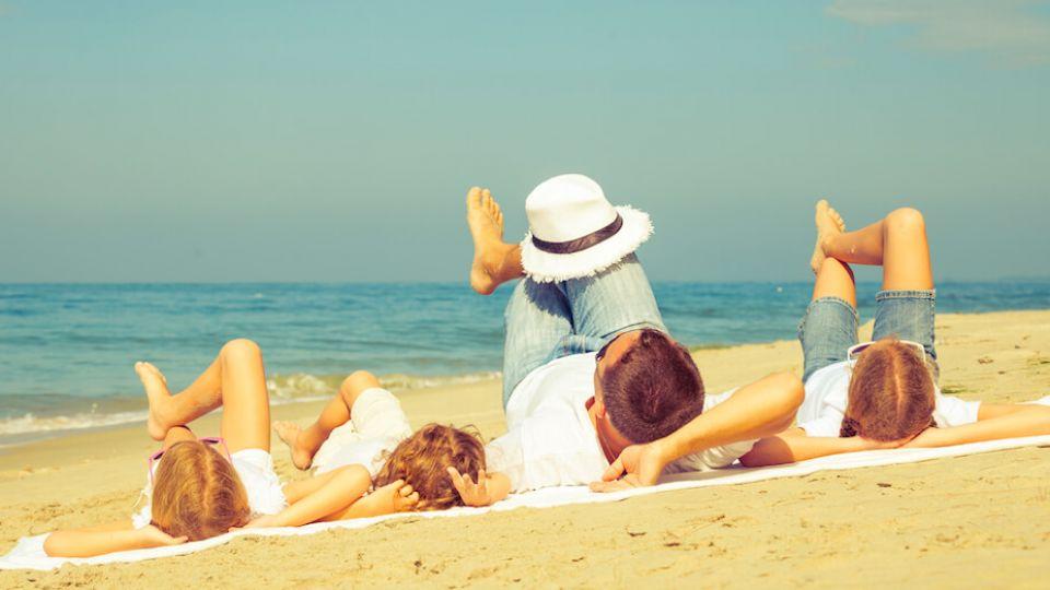 tips-relaxing-family.jpg