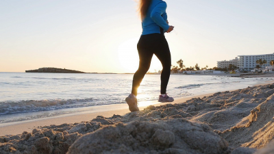 videoblocks-fitness-woman-jogging-on-beach-run_s8m6shx_2e_thumbnail-full04.png
